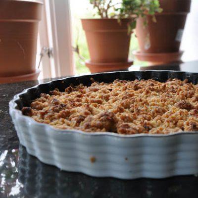 Äppelsmulpaj med flingsalt