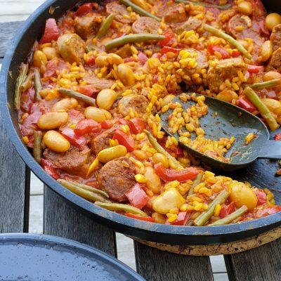 Spansk ris- och bönpanna med korv